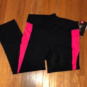 Ladies Under Armour Crops - size small